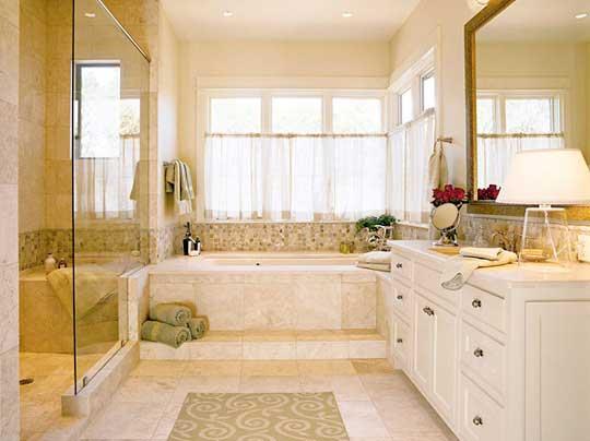 дизайн ванной с окном