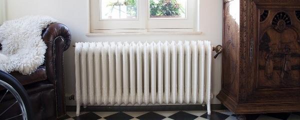 интерьер с чугунным радиатором отопления