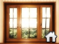 широкое деревянное окно